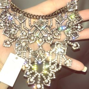 NWT beautiful enchanting rhinestone neck piece